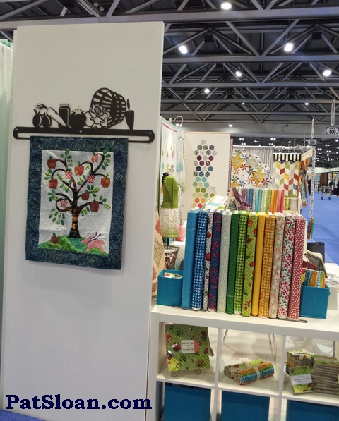 Pat sloan single tree quilt in booth