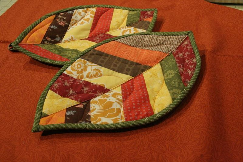 Full_1895_85086_QuiltedLeafPotholders_2