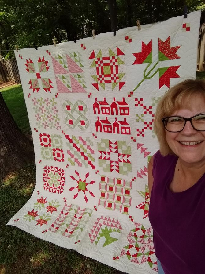 Pat Sloan Christmas Fig red green quilt 4