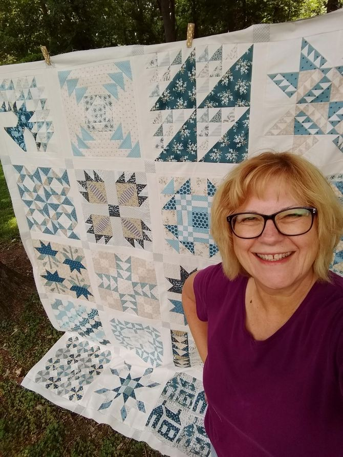 Pat Sloan Christmas Fig blue quilt 4
