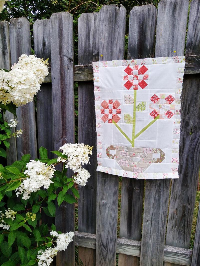 Pat sloan basket of blooms inner border